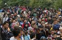 Thousands of  refugees run into Croatia after being stuck in Serbia