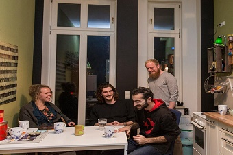 German families open their houses to refugees