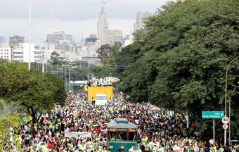 Two million people march for Jesus in Sao Paulo