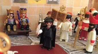 Playmobil figures to explain the Reformation