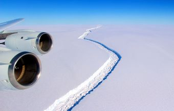 A trillion-ton iceberg breaks off Antarctic ice shelf