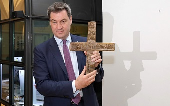 Baviera will hang a cross in every state building