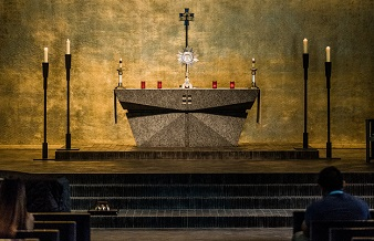 "Eucharistic hospitality? Between a Catholic ""yes"" and a Roman ""no"""