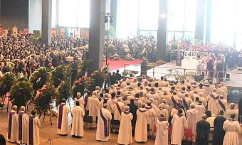 "Catholic funeral in Genova reveals ""blurred distinctions between state and church"""