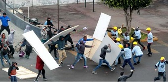 Peru: Football hooligans and members of an evangelical church clash