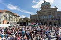 Around 1,500 celebrated life in front of the Swiss Parliament