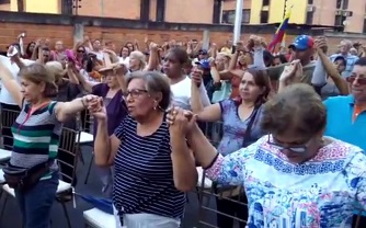 Venezuelan evangelicals gather to pray for peace as massive protests against Maduro begin