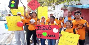 Hundreds share the gospel in the streets of the Dominican Republic