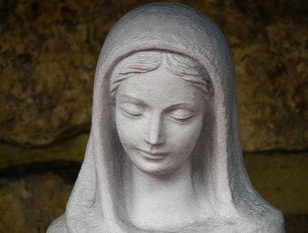 From the Mary of the Bible to the Mary of manifold devotions