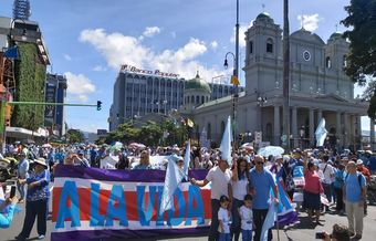 Tens of thousands of Costa Ricans took the streets to defend life