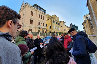 Evangelicals pray for Algeria in front of the country's embassy in Rome