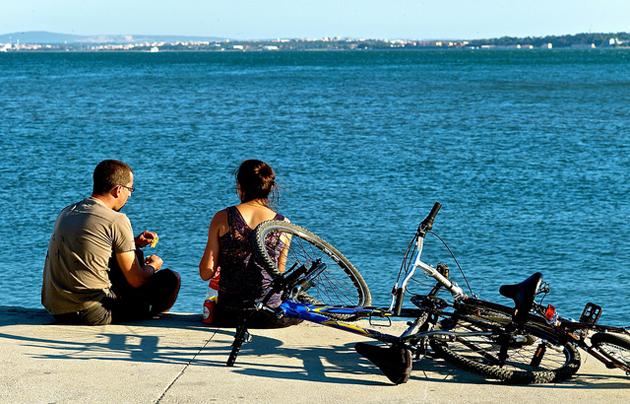 couple, sea, bikes